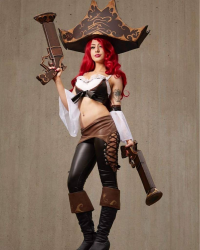 Elise Cosplay as Miss Fortune