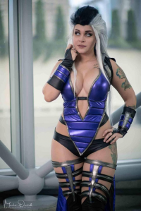Lady Kaylee as Sindel