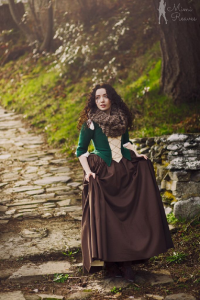 Mimi Reaves as Claire Fraser