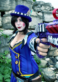Nikkimomo's Cosplay as Mad Moxxi