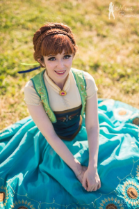 Mimi Reaves as Anna of Arendelle