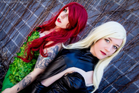 Nikkimomo's Cosplay as Poison Ivy, Emmanese Cosplay as Black Canary