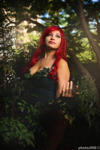 Meevers Desu Cosplay as Poison Ivy