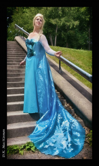 Chaos Maiden Cosplay as Elsa of Arendelle