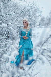 Stunt-Sheep Cosplay as Elsa of Arendelle