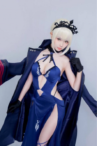 Ely Cosplay as Saber Alter