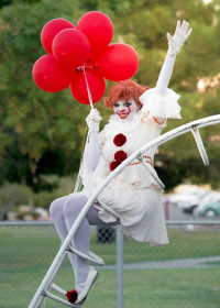 Cheyenne Jaz Wise Cosplay as Pennywise