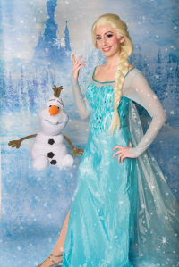 Aly Cat Cosplay as Elsa of Arendelle