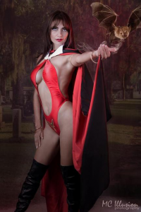 Ivy Cosplay as Vampirella