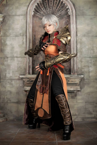 Miyuko Cosplayer as Monk, Tasha Cosplay as Demon Hunter