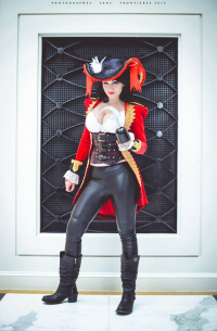 Mega Watt Cosplay als Captain Hook