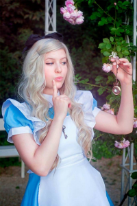Pastelbow Cosplay as Alice Liddell
