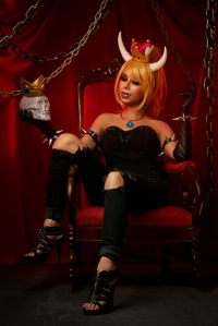 Nom Nom Nat Cosplay as Bowsette