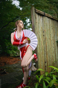 E.S. Cosplay as Mai Shiranui
