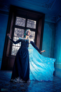 Cristal Cosplay as Elsa of Arendelle