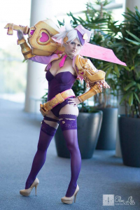 Floksy Locksy Cosplay as Riven/Popstar