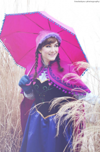 Life Of Cosplay as Anna of Arendelle