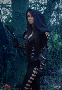 Giulietta Zawadzki as Demon Hunter
