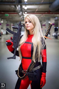 Hylian Blondie Cosplay as Deadpool