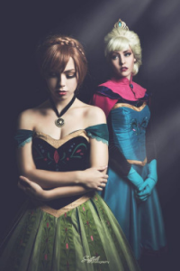 Maid of Might Cosplay as Elsa of Arendelle, Life of Shel as Anna of Arendelle