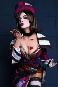 Evenink Cosplay as Mad Moxxi