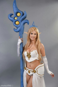 Victoria Miller Cosplay as Janna