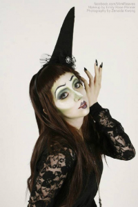 Mimi Reaves as Witch