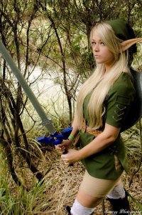 Hylian Blondie Cosplay as Link