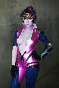 Stella Chuu as Widowmaker