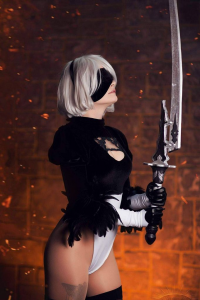Gunpla Lady as 2B