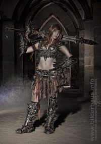 Svetlana Quindt as Barbarian