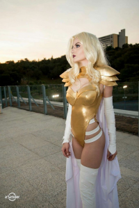Débora Fuzeti Cosplay as Emma Frost