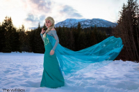 Tarah Rex Cosplay as Elsa of Arendelle