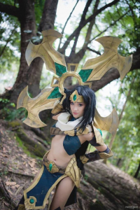Alex Arisato as Sivir