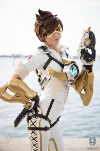 Maru Cosplays Babes as Tracer