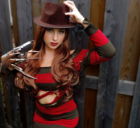 Pretty Wreck Cosplay as Freddy Krueger