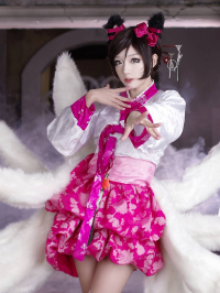 Miyuko Cosplayer as Ahri