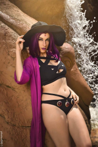 Kiki Aran as Raven