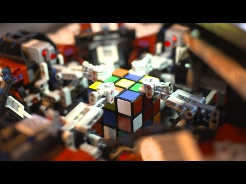 LEGO Robot Breaks The Rubik's Cube World Record